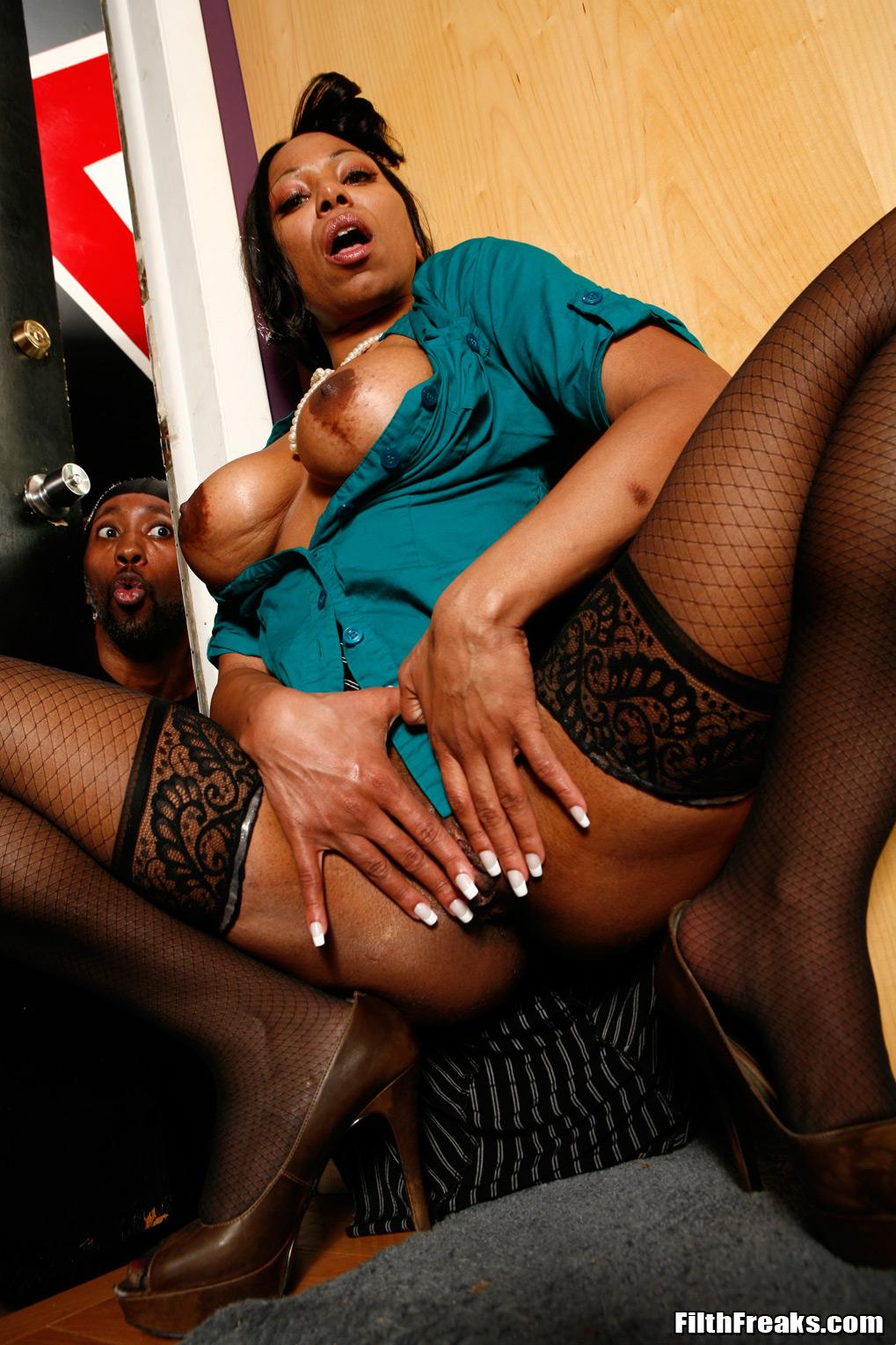 Ebony cougar porn and black sex galery pics