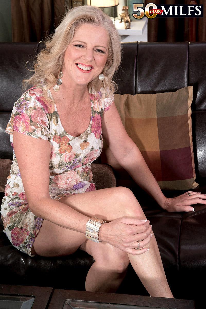 Plus mature 40 pictures blonds