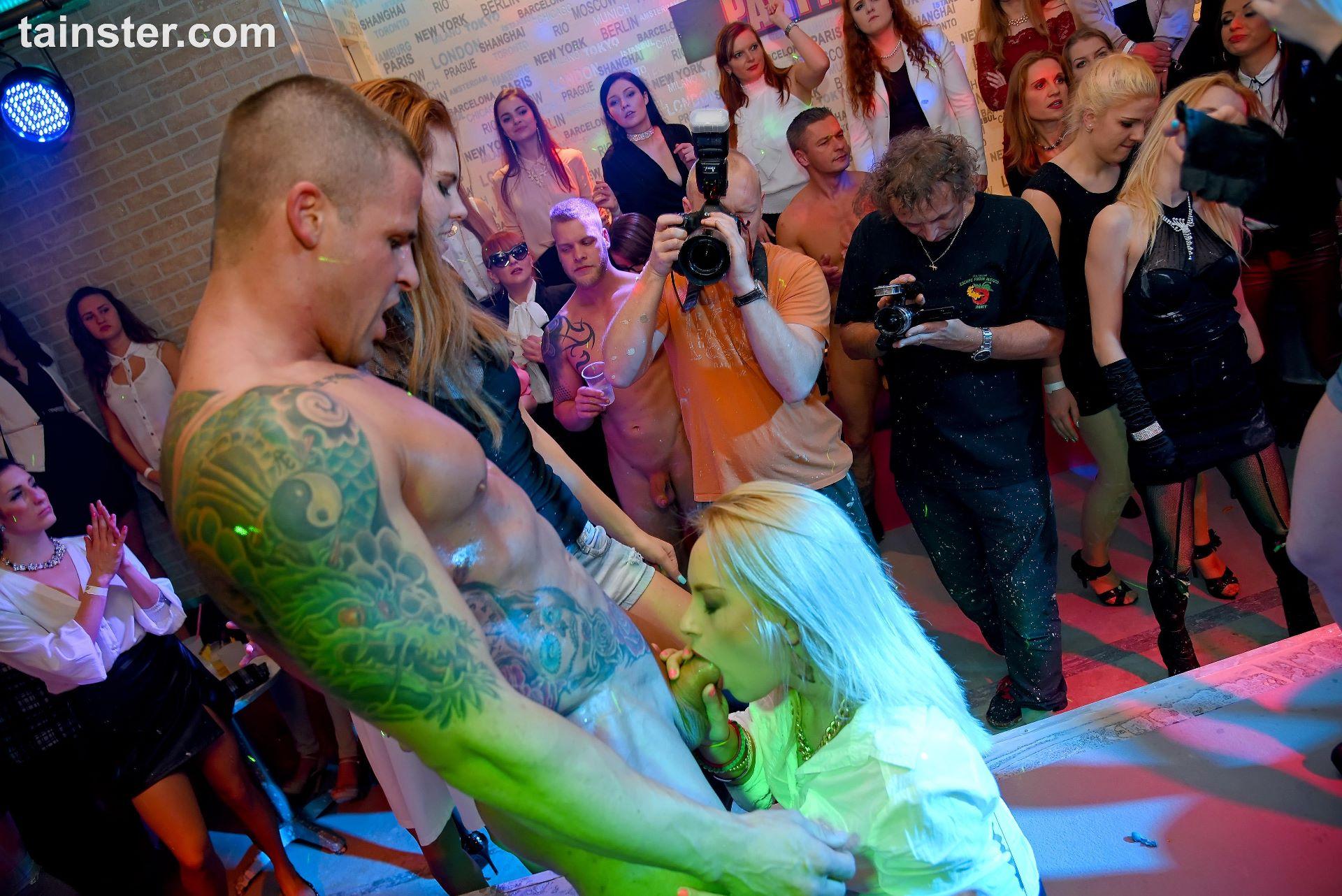 Wet clubbers dancing erotically 7