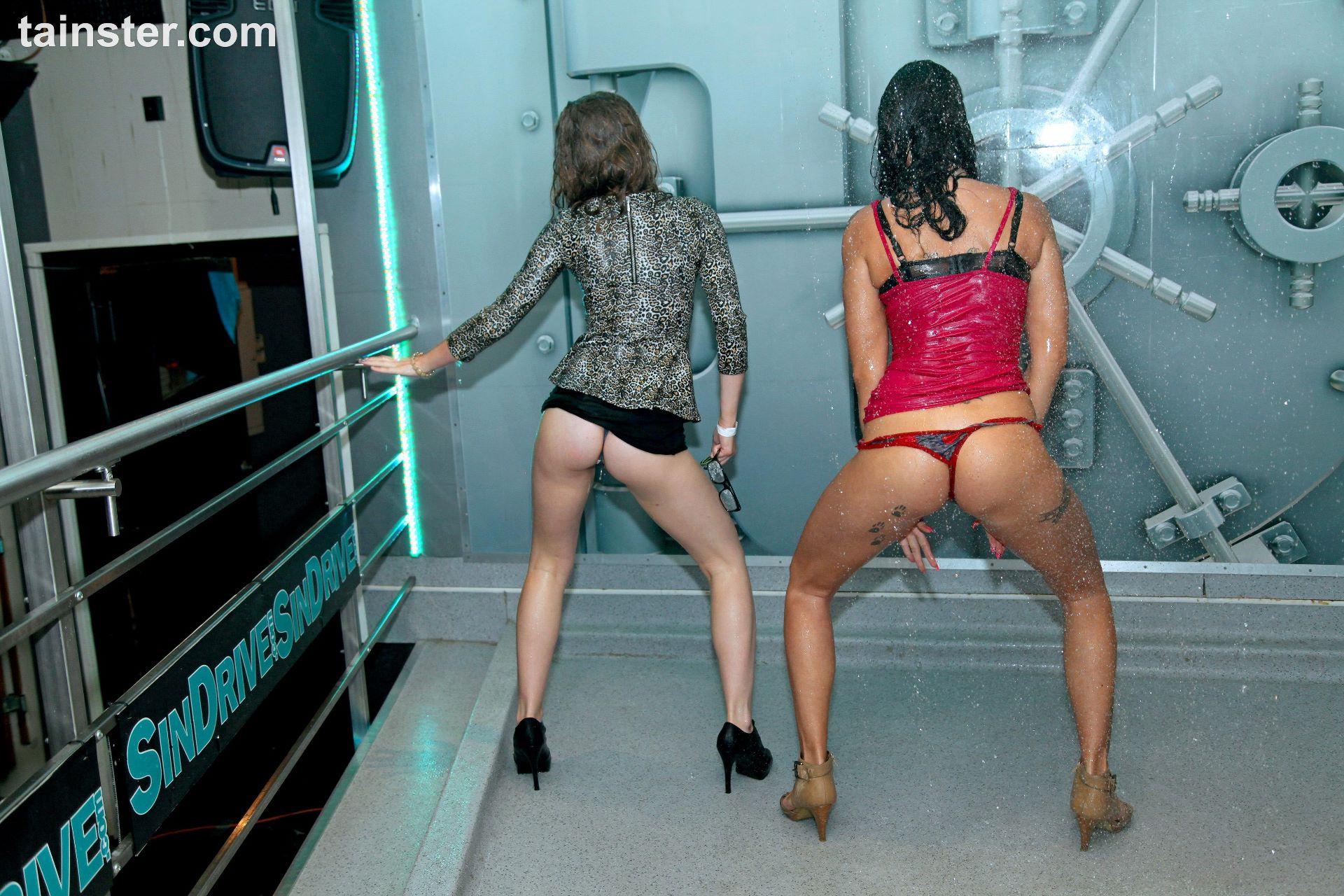 Wet clubbers dancing erotically 6