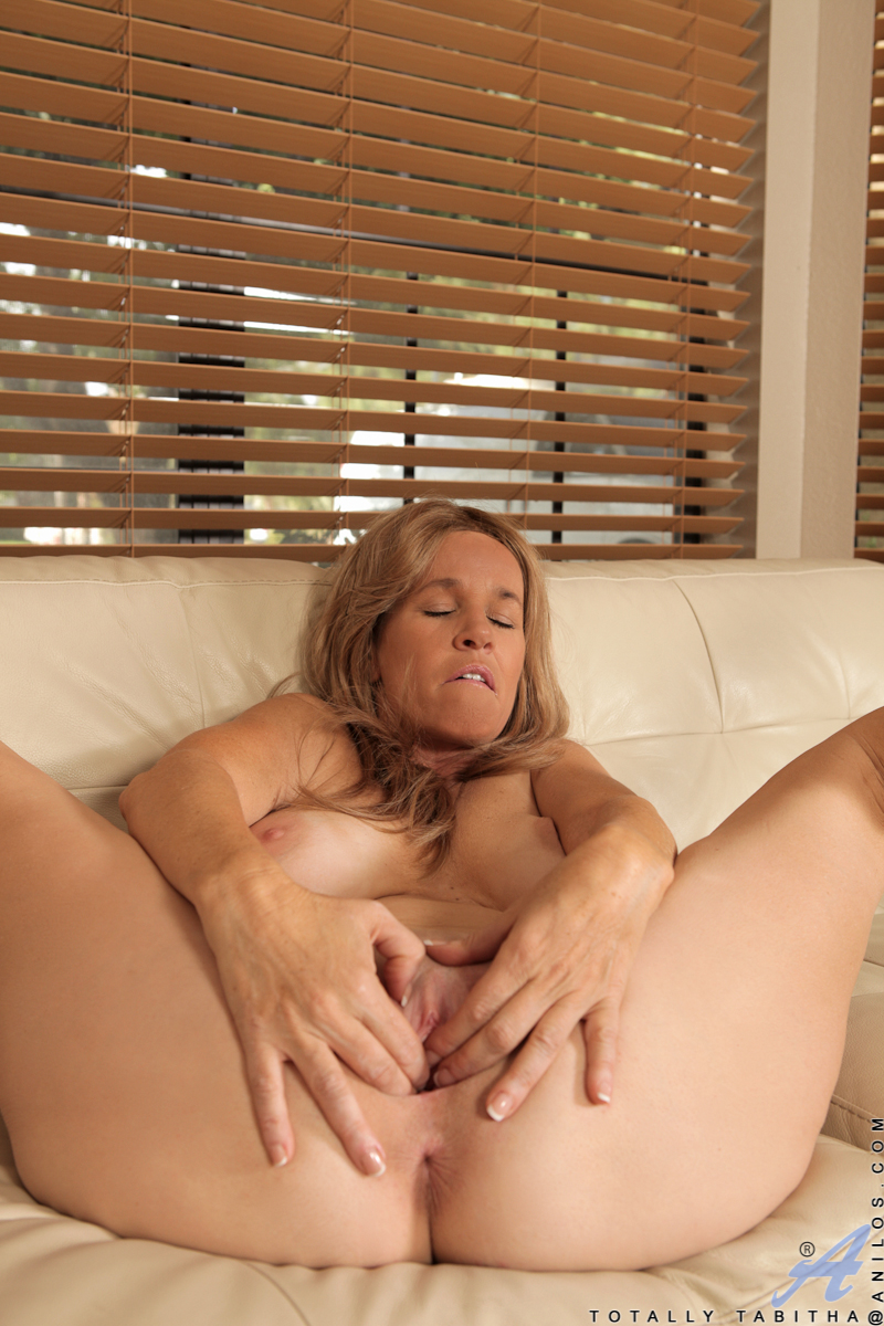 free porn samples of anilos - sexy gorgeous milf nude