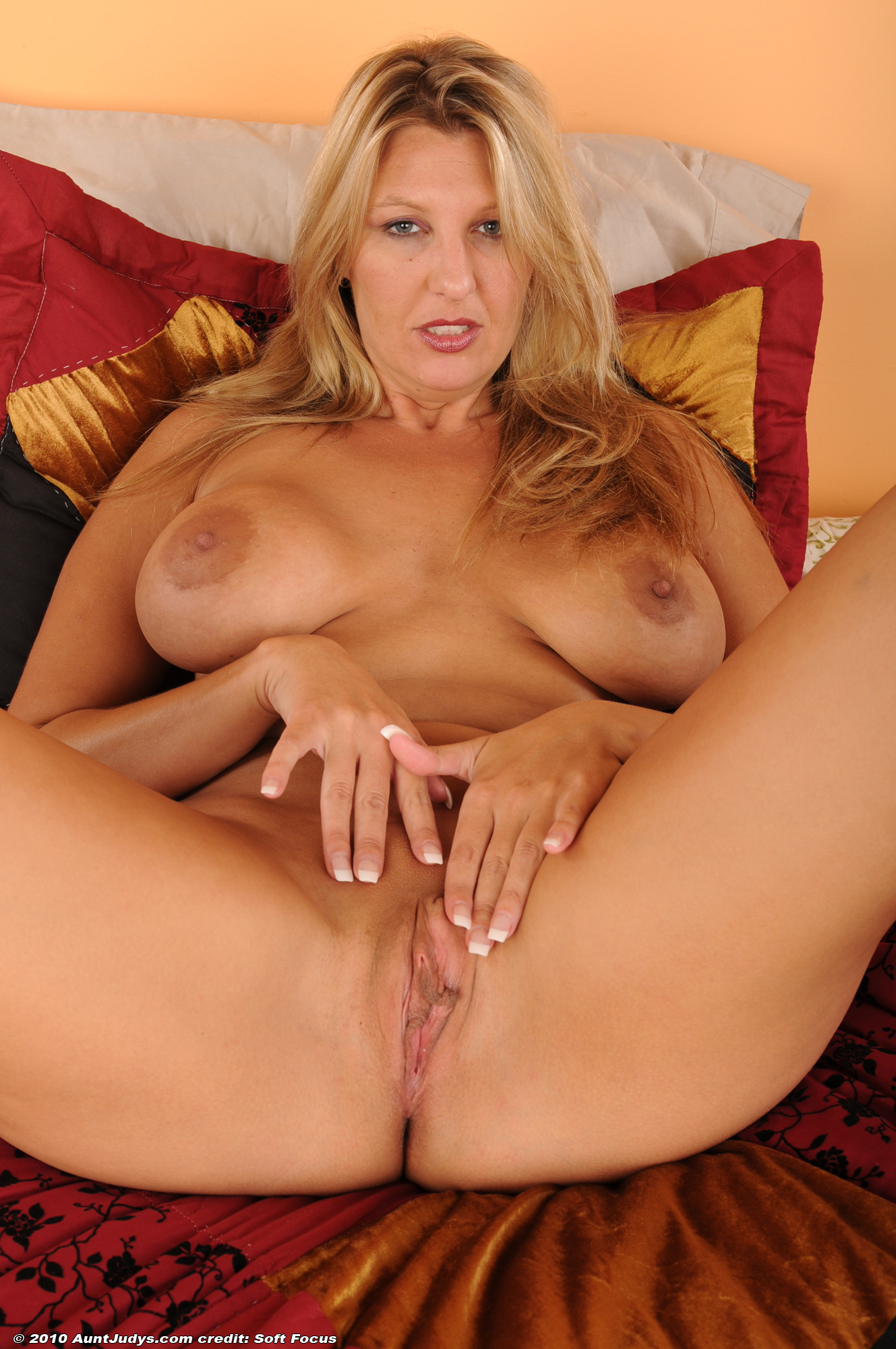 Hot nude spread cougar — img 4