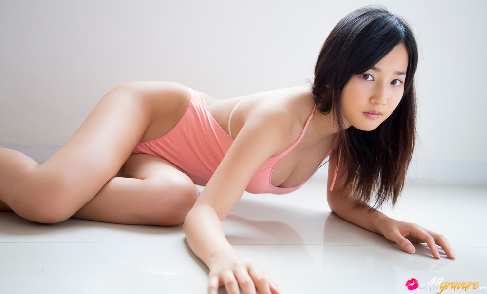 Aki exposes hot body and spreads her legs for 6