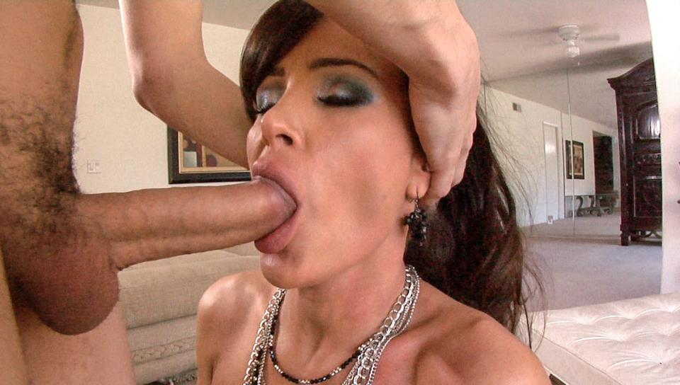 Смотреть порно заткнул рот хуем недовольной клиентки — img 6